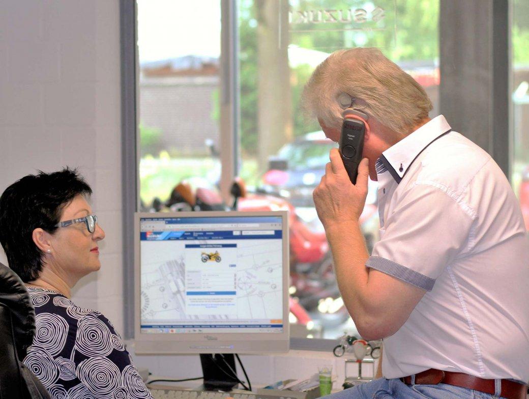 Wolfgang am Telefon