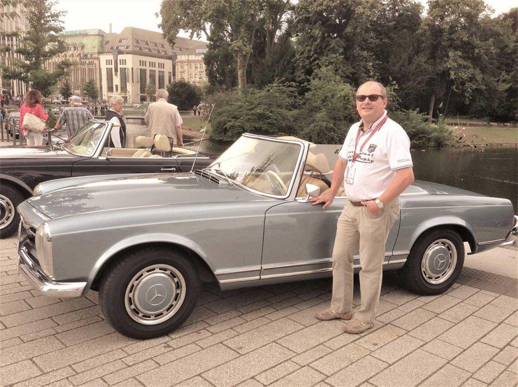 Roland Zeh mit Oldtimer