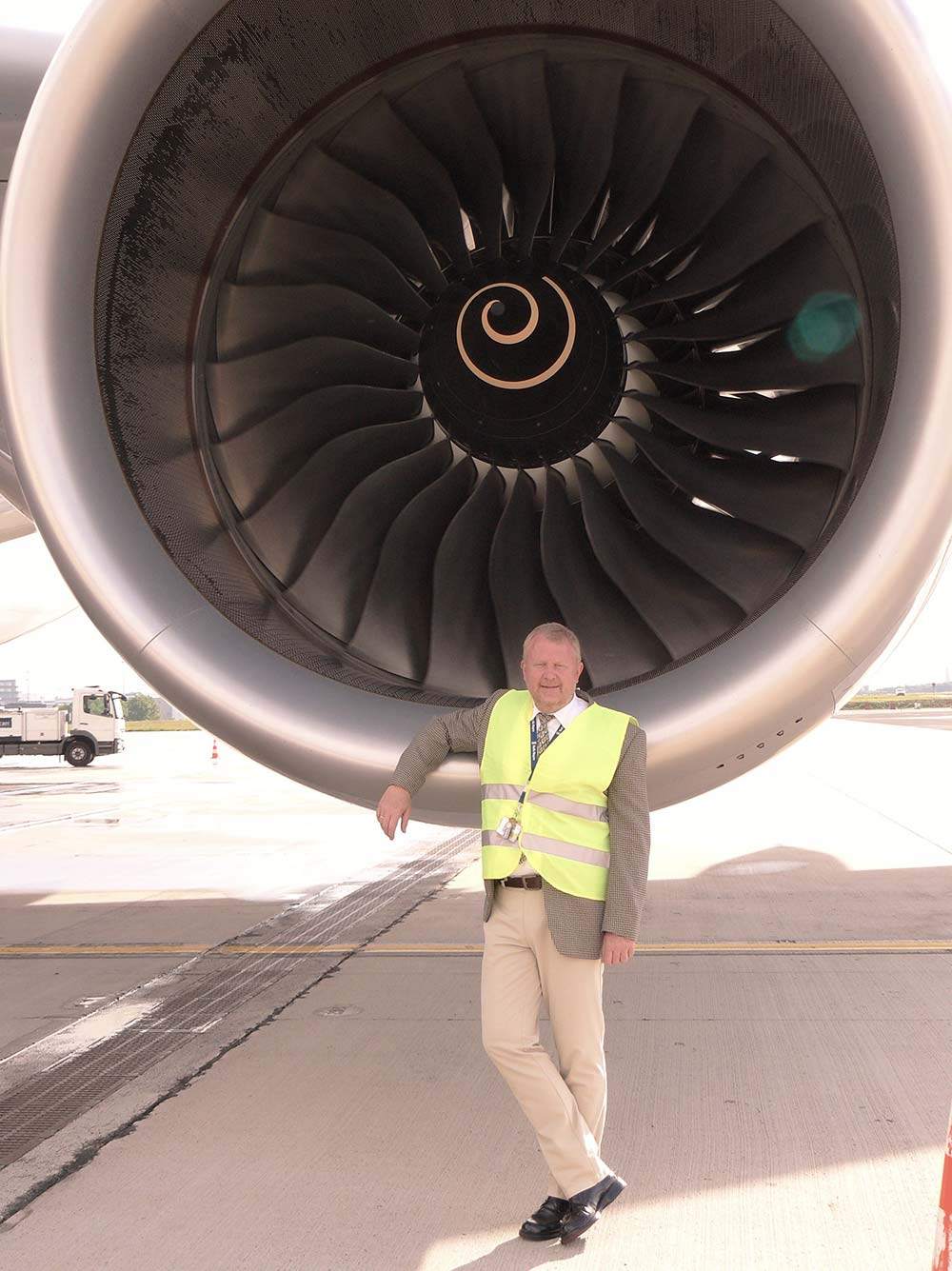 Michael Kalinowsky in front of an aircraft engine